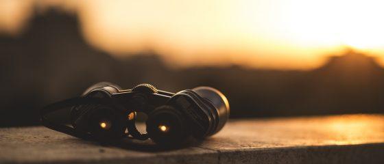 binoculars-1209892_1920-1